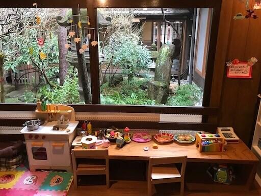 日本庭園をのぞむキッズスペース