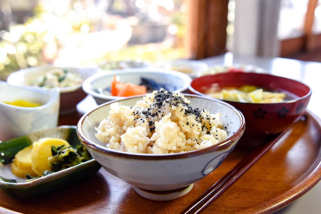 高山 玄米 子連れ 子供 和食 ランチ マクロビ 玄米
